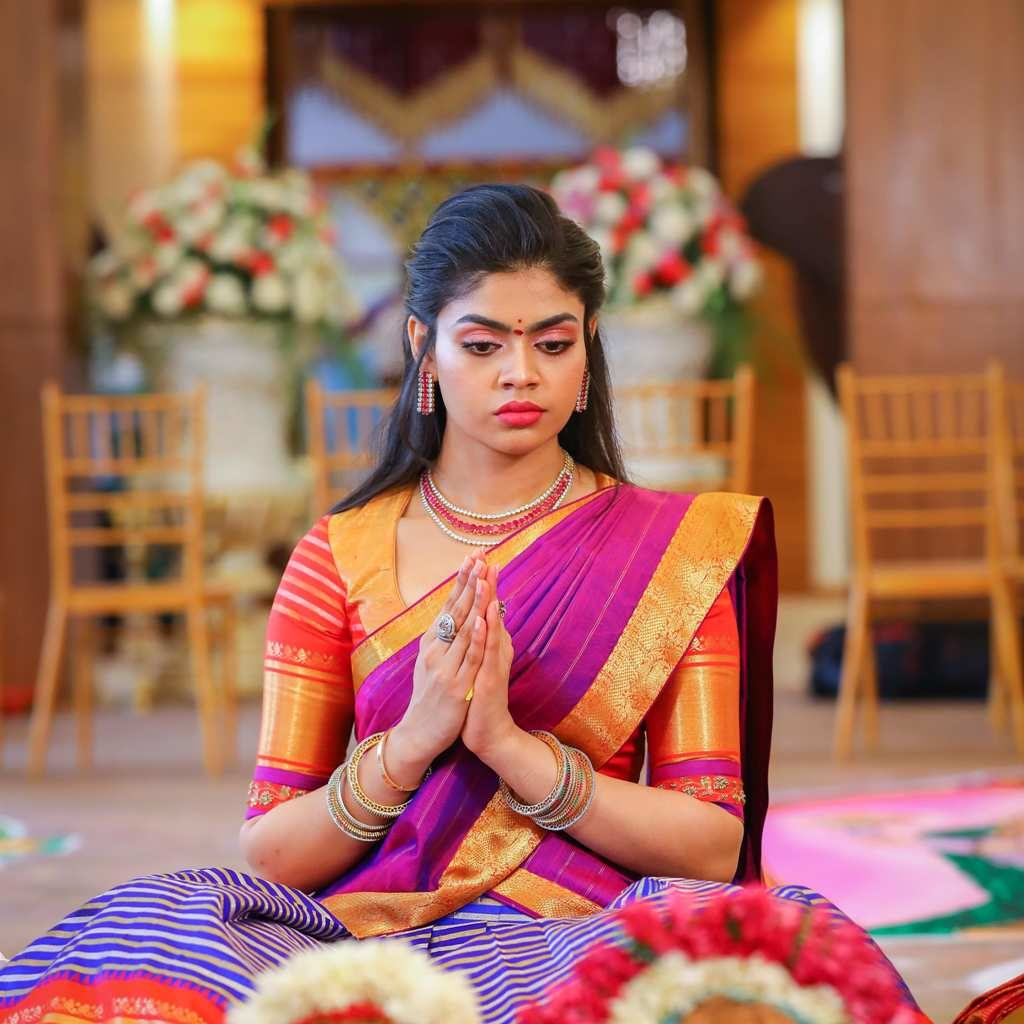 candid picture of sriramulu's daughter bride praying to god